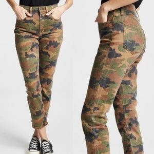 Madewell High-Rise Slim Boyjean in Cottontail Camo